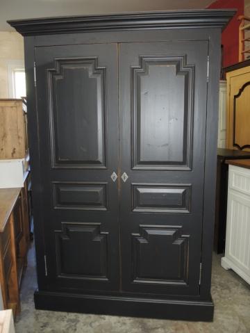 Armoire noire atelier meuble rustique for Fabricant meuble quebec
