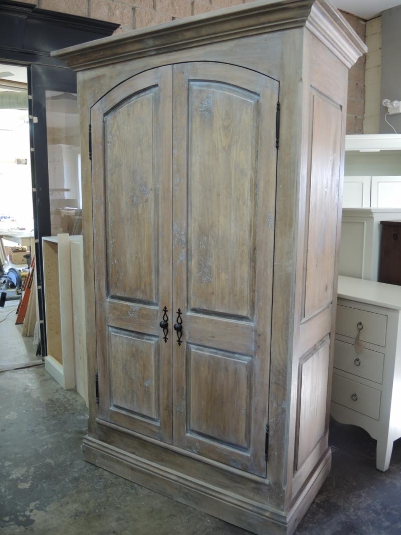 Armoire gris e atelier meuble rustique for Liquidation meuble de cuisine