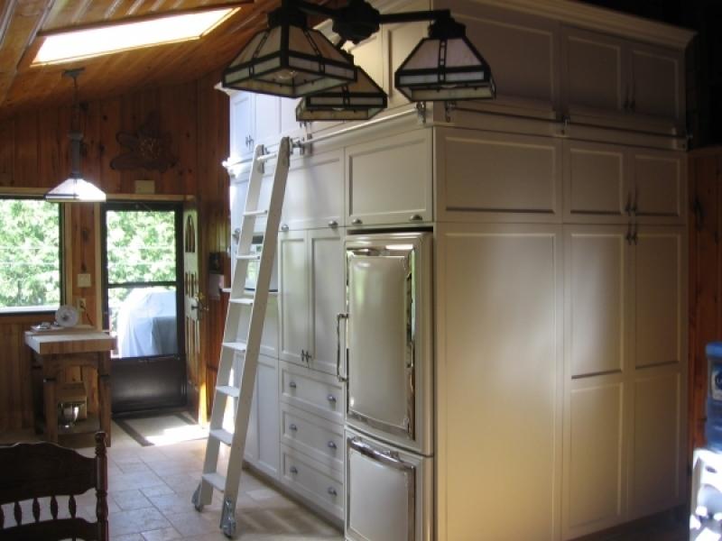 Armoire du cuisine contemporain atelier meuble rustique for Liquidation meuble de cuisine