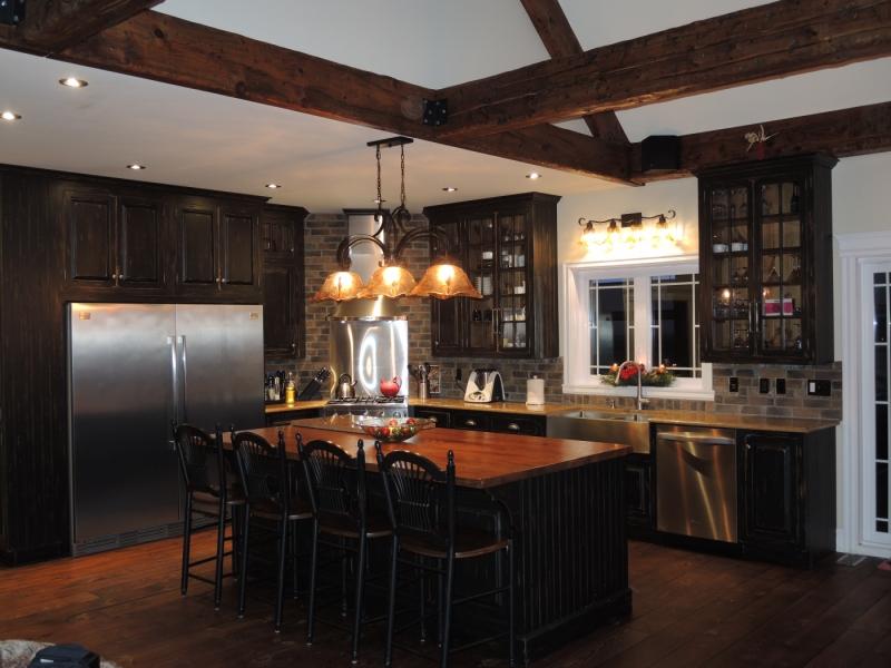 armoire du cuisine rustique noire atelier meuble rustique. Black Bedroom Furniture Sets. Home Design Ideas