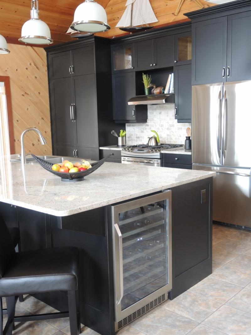 Armoire de cuisine atelier meuble rustique for Liquidation meuble de cuisine