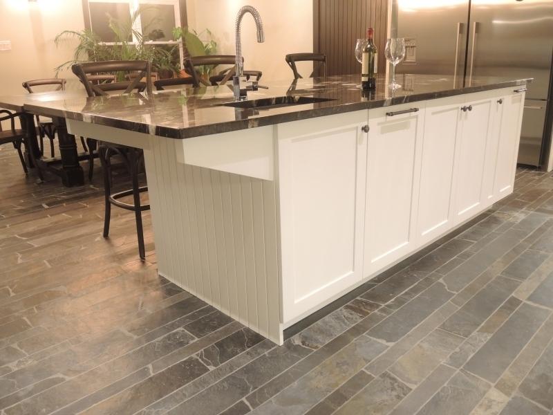 Armoire de cuisine contemporain atelier meuble rustique for Liquidation meuble de cuisine