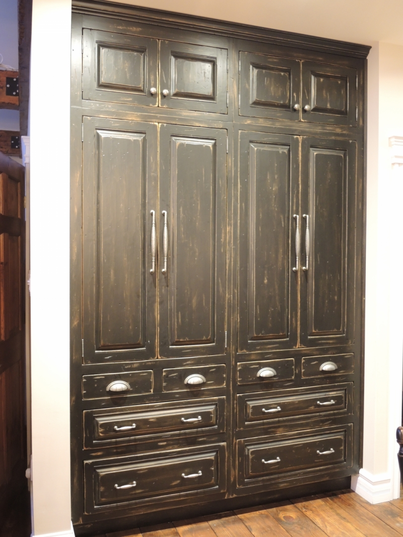 armoire du cuisine rustique noire atelier meuble rustique. Black Bedroom Furniture Sets. Home Design Ideas