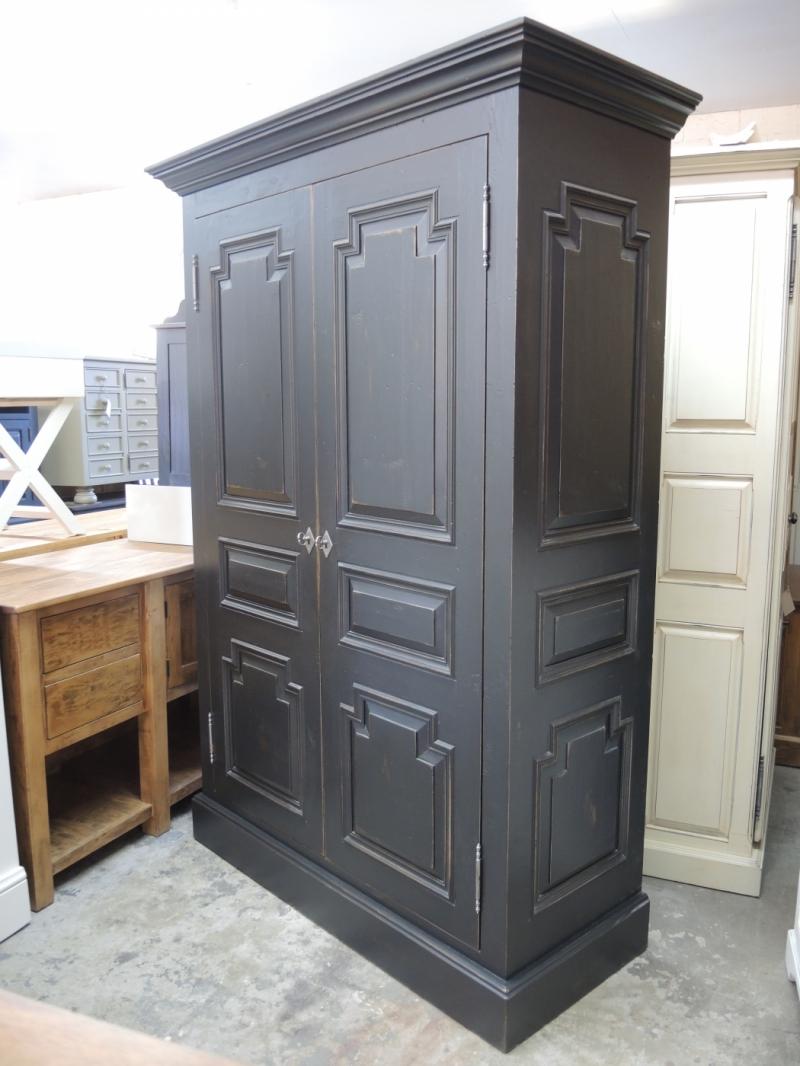Armoire noire atelier meuble rustique for Liquidation meuble bureau