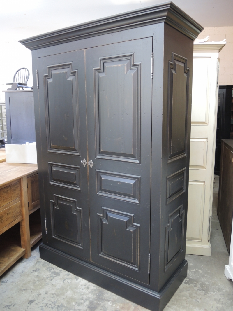 black armoire atelier meuble rustique. Black Bedroom Furniture Sets. Home Design Ideas