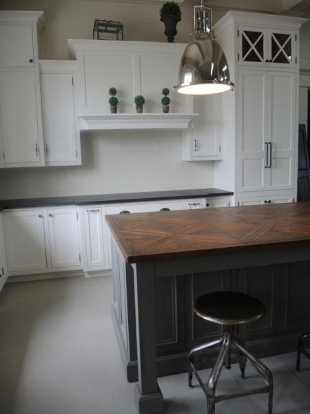 Cuisine contemporain atelier meuble rustique for Liquidation meuble de cuisine