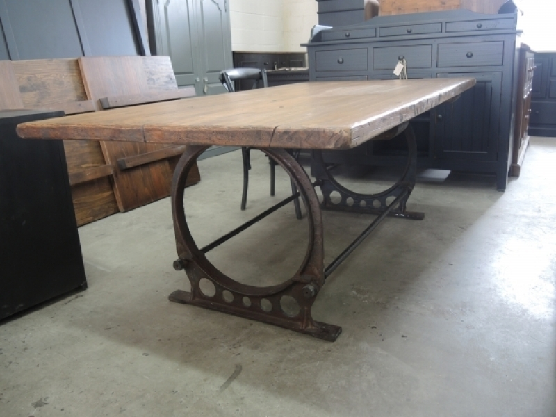 Table de cuisine industriel atelier meuble rustique for Table de style industriel
